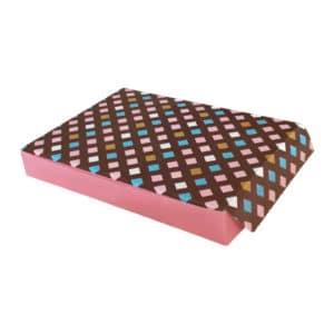 Baklava kutusu 1000 gr'lık 24x17,5x3,5 cm ebatta, 100 adetli pakete, ürün gıdayla temasa uygun kartondan üretilmiştir