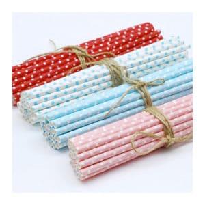 Kağıt pipet 6 mm çapında ve 260 mm uzunluğunda, 25 adetli pakette ve gıdayla temasa uygun materyalden üretilmiştir ve kırmızı, beyaz, mavi, pembe puantiyeli desendedir.