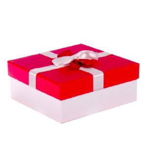 Kurdeleli Kırmızı Kapaklı Beyaz Renk Hediye Kutusu 22.5x22.5x9.5cm